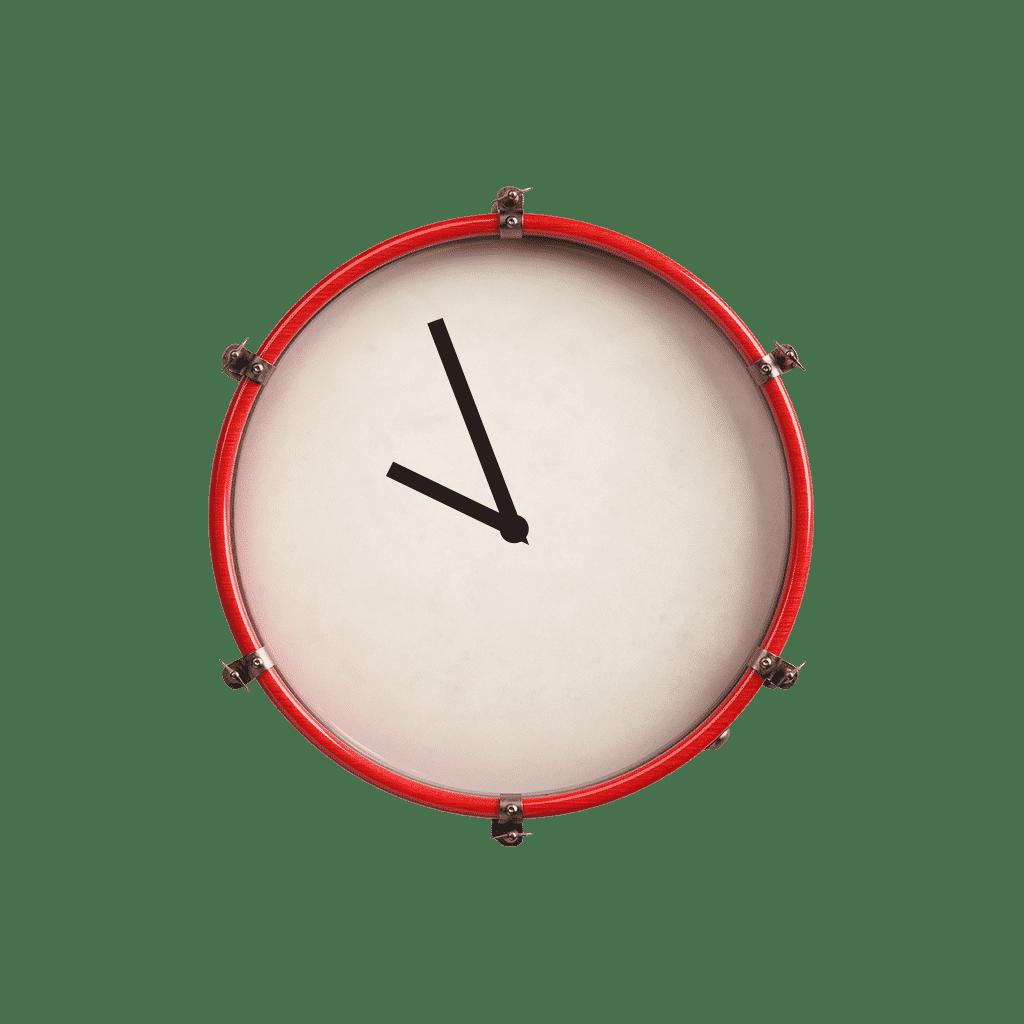 Eine Trommel mit Uhrzeigern