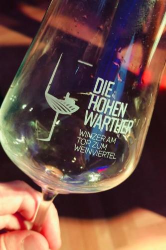 Die Hohenwarther Weinglas Grafikdesign